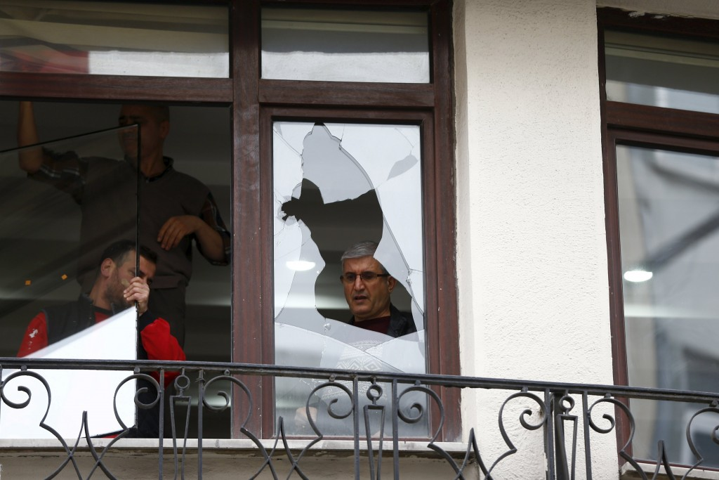 Workers remove glass from the broken window next to the scene of a suicide bombing at Istiklal street, a major shopping and tourist district, in central Istanbul, Turkey March 20, 2016. REUTERS/Osman Orsal