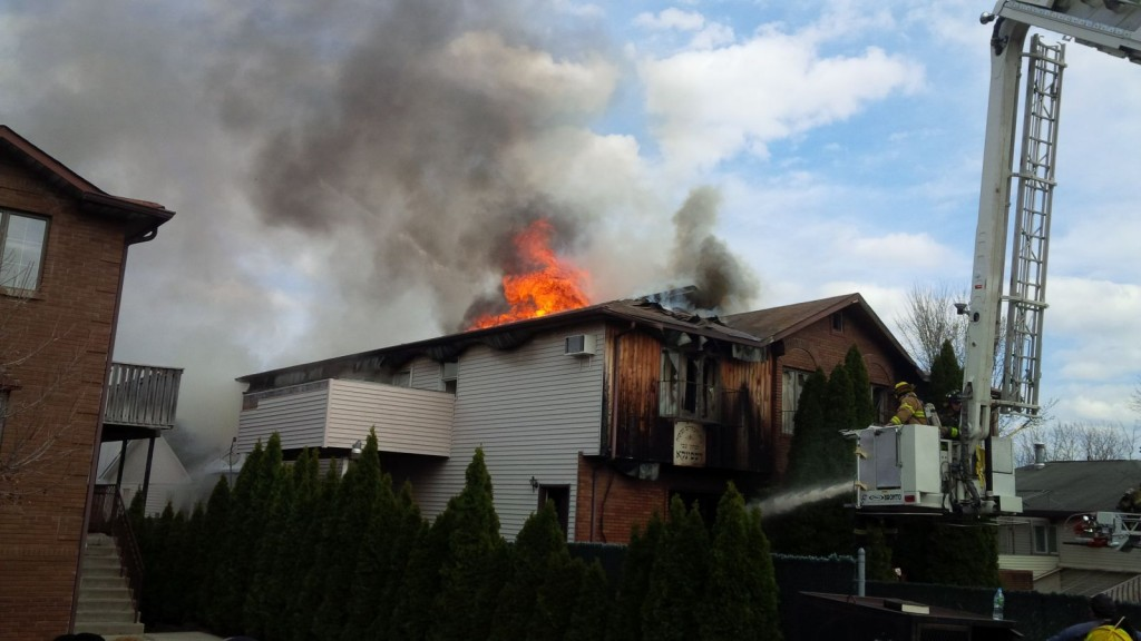 A building which houses the Spinka beis medrash in Kiryas Joel was destroyed in a blaze, Thursday.