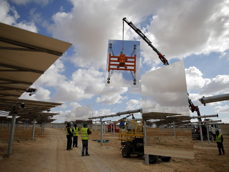 A crane lifts huge mirrors during construction of the solar-power tower in the Negev. (Reuters)
