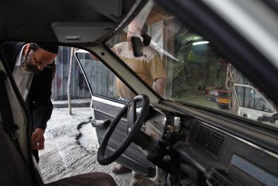 Car repair. Photo by Nati Shohat / FLASH90.