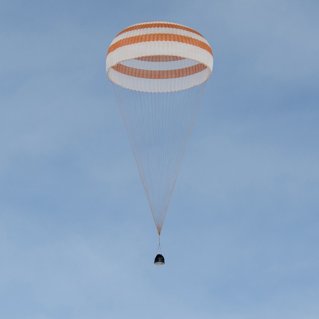 The Soyuz TMA-18M spacecraft carrying International Space Station (ISS) crew members U.S. astronaut Scott Kelly, Russian cosmonauts Sergei Volkov and Mikhail Korniyenko descends beneath a parachute near the town of Dzhezkazgan (Zhezkazgan), Kazakhstan, March 2, 2016. REUTERS/Bill Ingalls/NASA/Handout ATTENTION EDITORS - FOR EDITORIAL USE ONLY. NOT FOR SALE FOR MARKETING OR ADVERTISING CAMPAIGNS. THIS PICTURE WAS PROVIDED BY A THIRD PARTY. REUTERS IS UNABLE TO INDEPENDENTLY VERIFY THE AUTHENTICITY, CONTENT, LOCATION OR DATE OF THIS IMAGE. THIS PICTURE IS DISTRIBUTED EXACTLY AS RECEIVED BY REUTERS, AS A SERVICE TO CLIENTS TPX IMAGES OF THE DAY