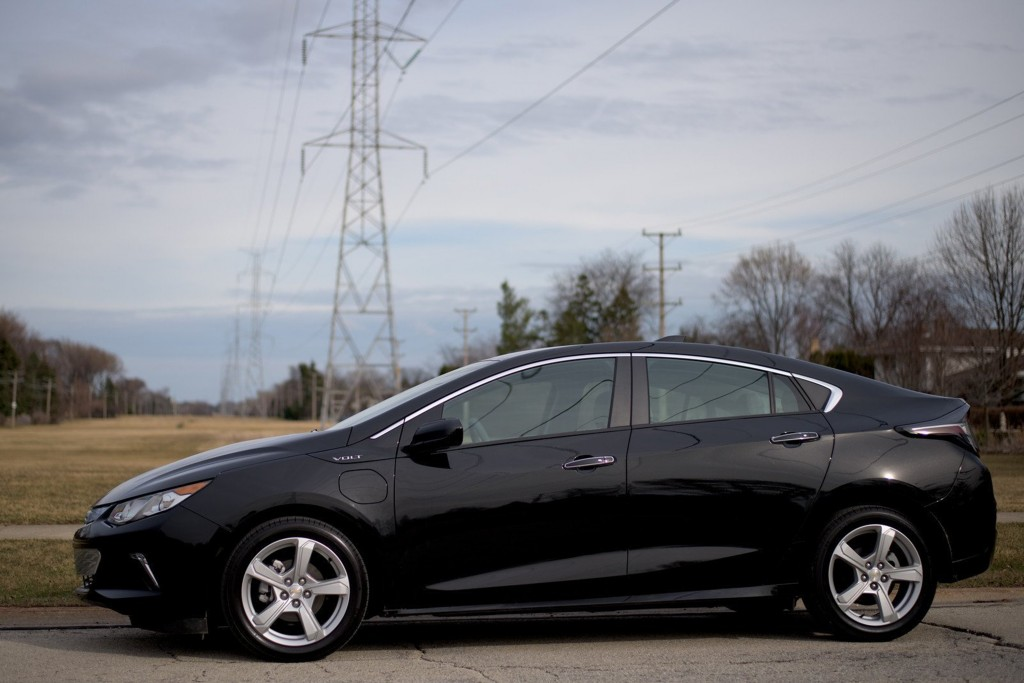 Despite being 3 inches longer, the 2016 Chevrolet Volt doesn't look much different from the side except for the shark-fin antenna. The nose dips lower, the split fascia with the wide mouth lower grille area is more modern and it dropped 243 pounds. (Tom Snitzer)