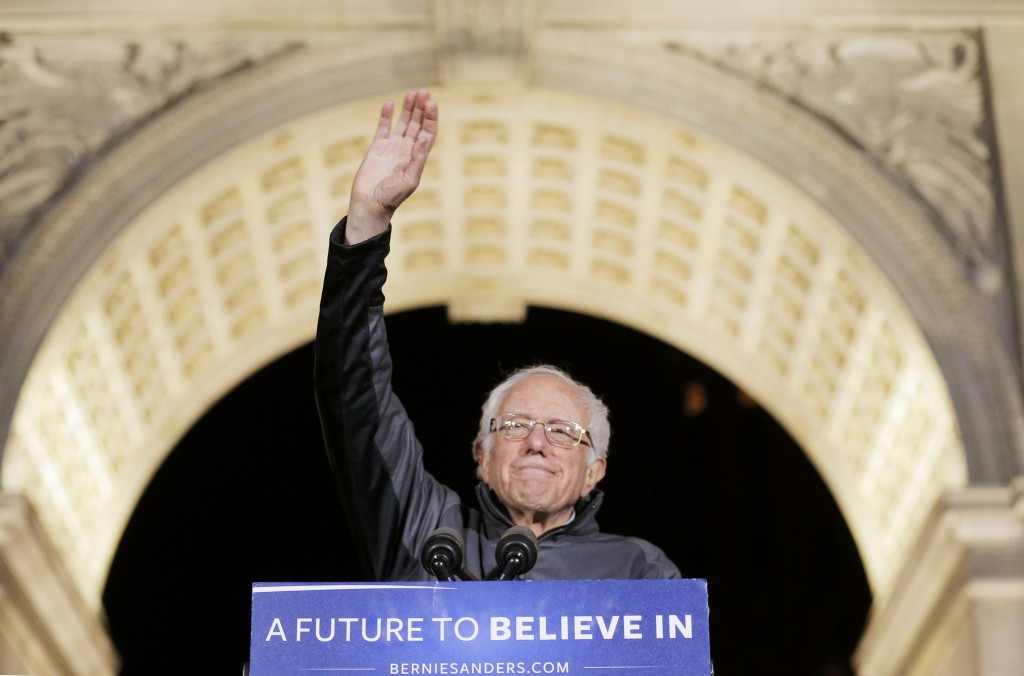 U.S. Democratic presidential candidate and U.S. Senator Bernie Sanders acknowledges supporters at his campaign rally in Washington Square Park in the Greenwich Village neighborhood of New York City, April 13, 2016. (Brian Snyder/Reuters)