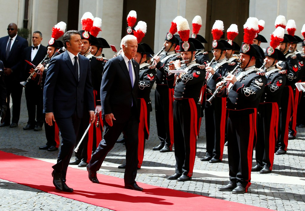 U.S. Vice President Joe Biden and Italy Prime Minister Matteo Renzi (L) review the honour guard during a meeting at Chigi Palace in Rome, Italy April 29, 2016. REUTERS/Tony Gentile
