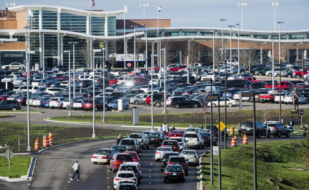 David Zalaznik/Journal Star via AP Motorists wait outside of the Wayne A. Downing Peoria International Airport in Peoria, Ill., Thursday March 31, after the airport was evacuated for three hours when a routine security check showed a passenger had a bag with what appeared to contain explosives. (David Zalaznik/Journal Star via AP)