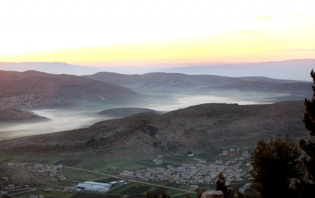 The sun rises over the  city of Shechem. (Moshe Shai/Flash90)