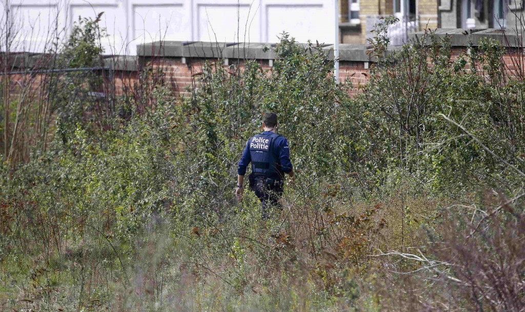Belgium police officers search the area during a police operation in Etterbeeck, near Brussels, Belgium, April 9, 2016. REUTERS/Yves Herman