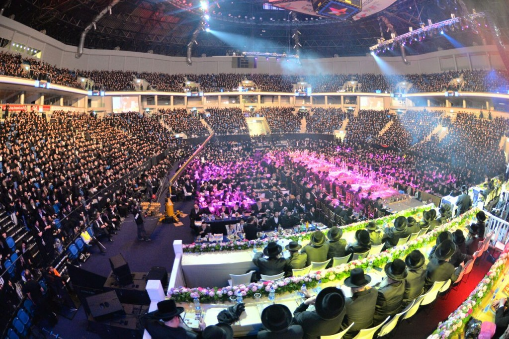 Thousands of Belzer chassidim gathered to mark 50 years of the Rebbe's leadership at the Arena hall in Yerushalayim (Eli Segal)
