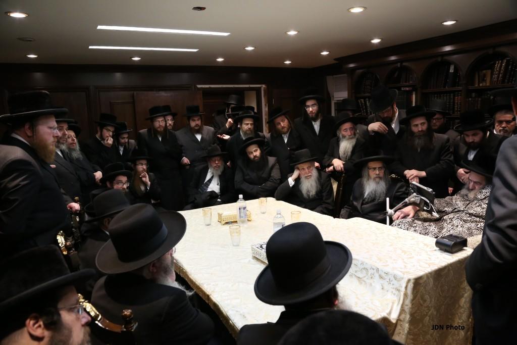 (R.-L.) The Kalover Rebbe, shlita; the Satmar Rebbe, Harav Zalman Leib Teitelbaum, shlita; and Harav Aharon Feldman, shlita, Rosh Yeshivas Ner Yisrael. (JDN)
