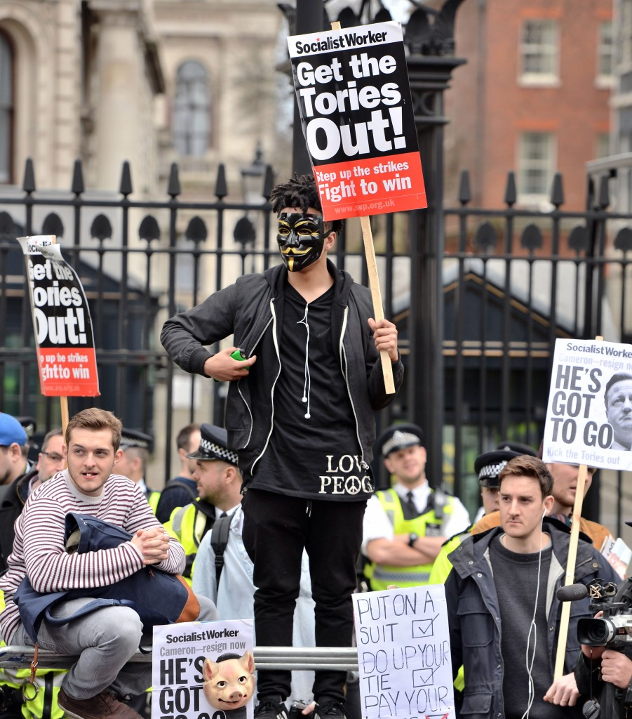 Protesters gather outside the gates of Downing Street in London to call for the resignation of Prime Minister David Cameron in the wake of the Mossack Fonseca data leak, Saturday, April 9, 2016. (John Stillwell/PA via AP) UNITED KINGDOM OUT NO SALES NO ARCHIVE