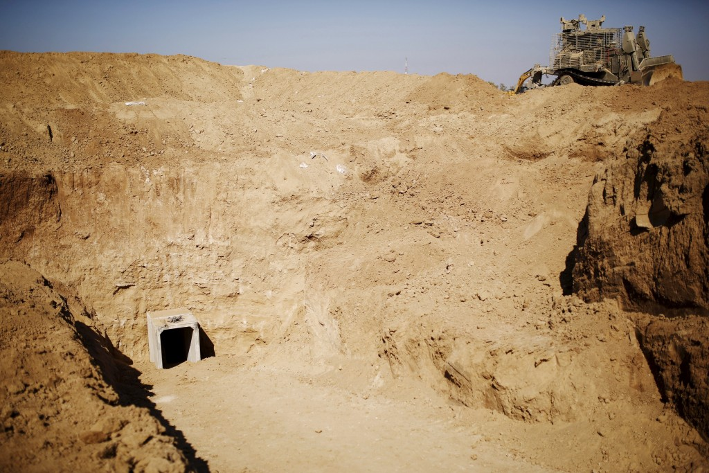 An entrance to a tunnel exposed by the Israeli military is seen near Kibbutz Ein Hashlosha, just outside the southern Gaza Strip in this October 13, 2013 file photo.  REUTERS/Amir Cohen/Files