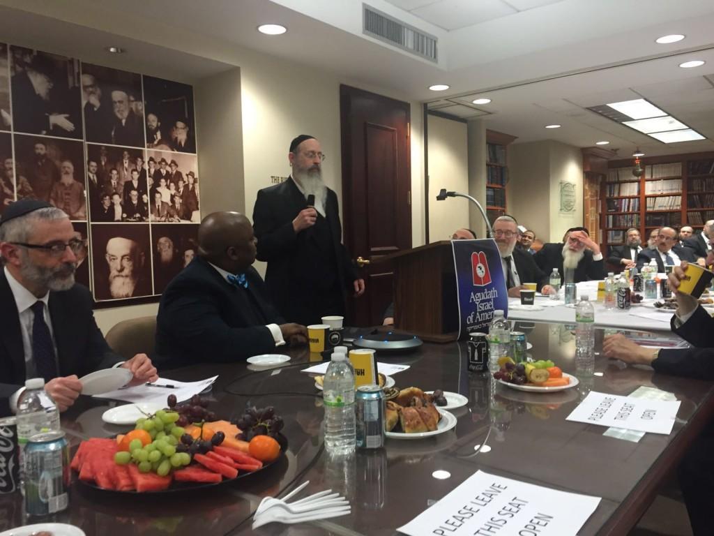 Noted psychologist Dr. Benzion Twerski addressing the meeting. (Hamodia Photos)