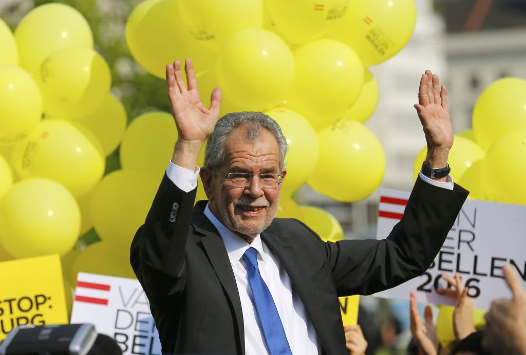 Alexander Van der Bellen, a former leader of the leftist Greens party now running as an independent, waves to supporters as he arrives for his final election rally ahead of Austrian presidential election in Vienna, Austria, May 20, 2016. REUTERS/Heinz-Peter Bader