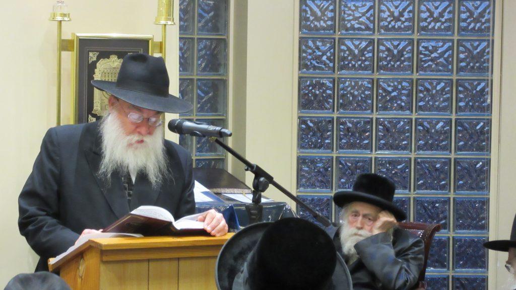 Rabbi Tzvi Telsner speaking. Seated is Rabbi Avraham Tzvi Beck, Rav of Adass Yisrael. (Y. Rosenbaum)