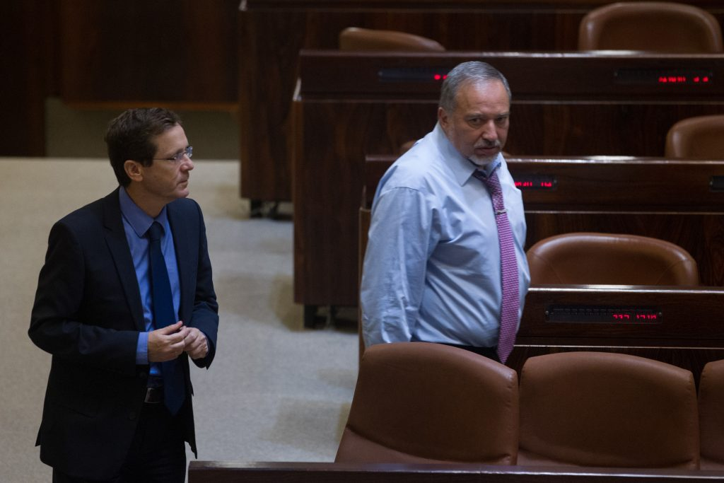 Israel Beyteinu party leader Avigdor Liberman seen with Zionist Camp leader Isaac Herzog during a plenum session and vote on expanding the number of ministers in the new forming government, a law which now passed on the first call, at the plenary in the Knesset on May 11, 2015. Photo by Miriam Alster/Flash90 *** Local Caption *** äöáòä ÷øéàä øàùåðä îñôø äùøéí äøçáä îîùìä îìéàä ëðñú äøöåâ îçðä äöéåðé àáéâåø ìéáøîï éùøàì áéúéðå