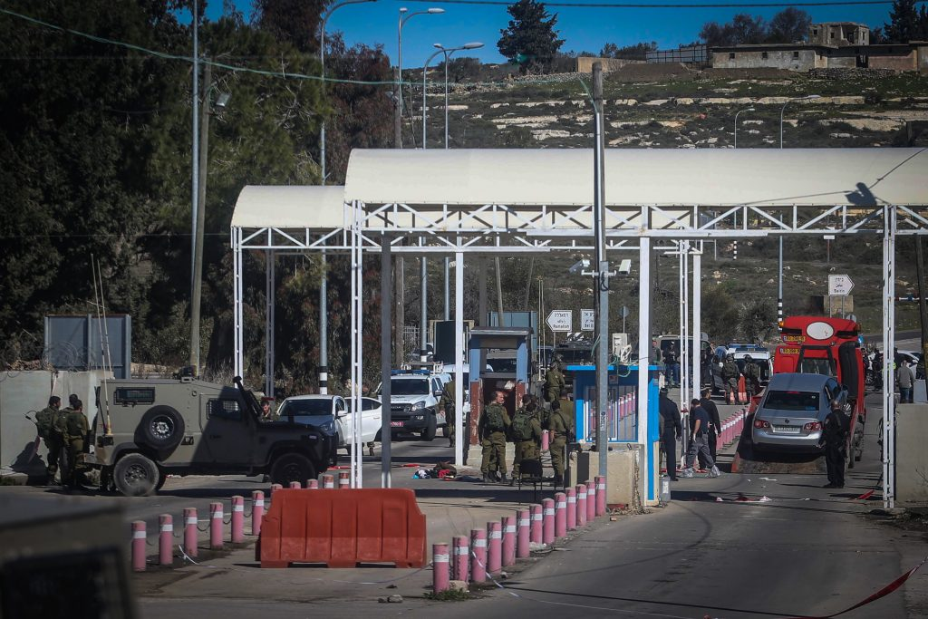 A checkpoint near Beit El in Shomron (Flash90)