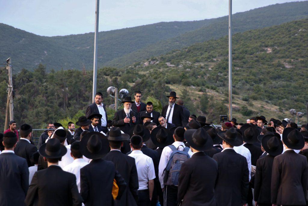 Rabbi Shalom Cohen speaks at the Kever of Reb Shimon Bar Yochai in Mount Meron, Northern Israel, May 4, 2016. (Yaacov Cohen/Flash90)