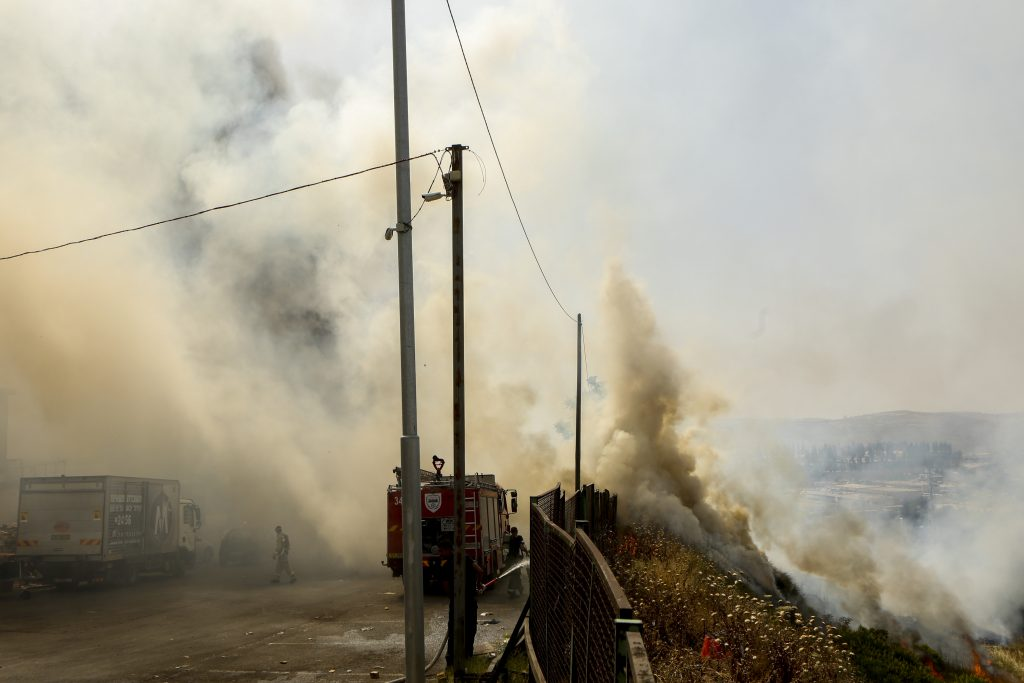 View of a large fire that broke at a warehouse in Givat Shaul neighborhood on Monday. (Shlomi Cohen/Flash90)