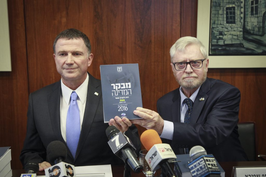 State Comptroller Yosef Shapira (R) hands the State Comptroller's report to chairman of the Israeli parliament Yuli Edelstein in the Israeli parliament on May 24, 2016. Photo by Issac Harari/Flash90 *** Local Caption *** יולי אדלשטיין יושב ראש הכנסת מבקר המדינה דוח יוסף שפירא