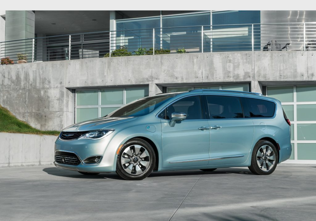 The Google Self-Driving Car Project and FCA will collaborate to integrate Google's self-driving car technology into the all-new 2017 Chrysler Pacifica Hybrid minivan. (PRNewsFoto/FCA US LLC)