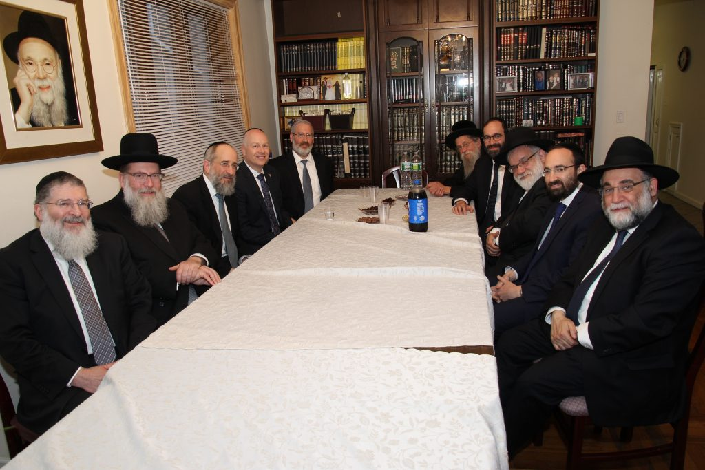 Jason Dov Greenblatt, named by Donald Trump as his top advisor on his Israel policy, meeting Monday night with Rabbanim in Flatbush. (FJCC)