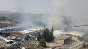 The huge fire in Yerushalayim, Monday. (Yerushalayim Fire Brigade)