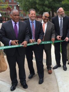 (L-R) NYC Parks Commissioner Mitchell Silver, Councilman Brad Lander, Borough Commissioner for brooklyn Parks Kevin Jeffrey, and Boro Park JCC executive Director Rabbi Yeruchim Silber, at the ribbon-cutting ceremony. (Isser Berg/Hamodia)