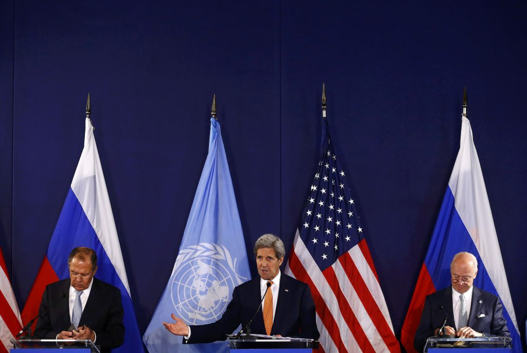 U.S. Secretary of State John Kerry (C) speaks next to Russian Foreign Minister Sergei Lavrov (L) and United Nations special envoy on Syria Staffan de Mistura during a news conference in Vienna, Austria, May 17, 2016. REUTERS/Leonhard Foeger