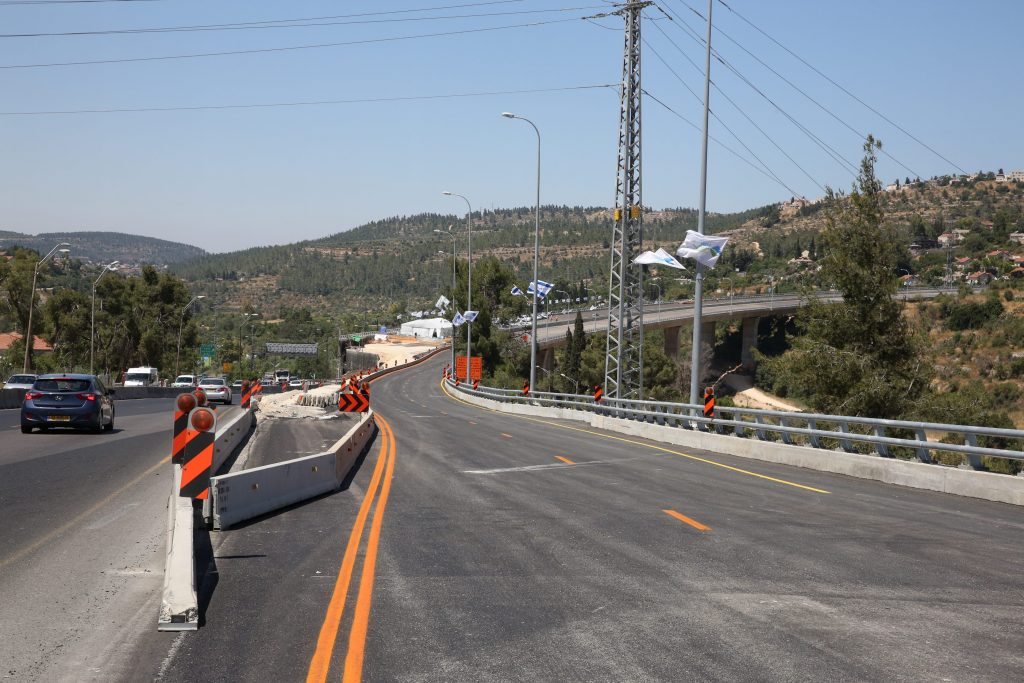 A view of the new northern section of the new Motza bridge outside Yerushalayim.  (Yossi Zamir/Flash90)