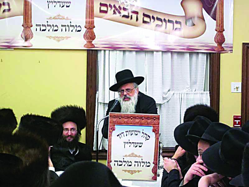 Rav Rabinowitz speaking at a melave malka for K'hal Yeshuas Dovid-Shedlitz in 2011.