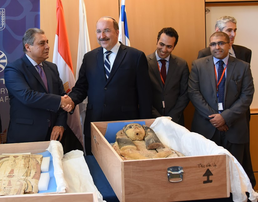 Egyptian Ambassador Hazem Khairat (left) shaking hands with Israeli Foreign Ministry Director General Dore Gold on the return of ancient artifacts to Egypt. (Mendel Elram/Israeli Foreign Ministry)