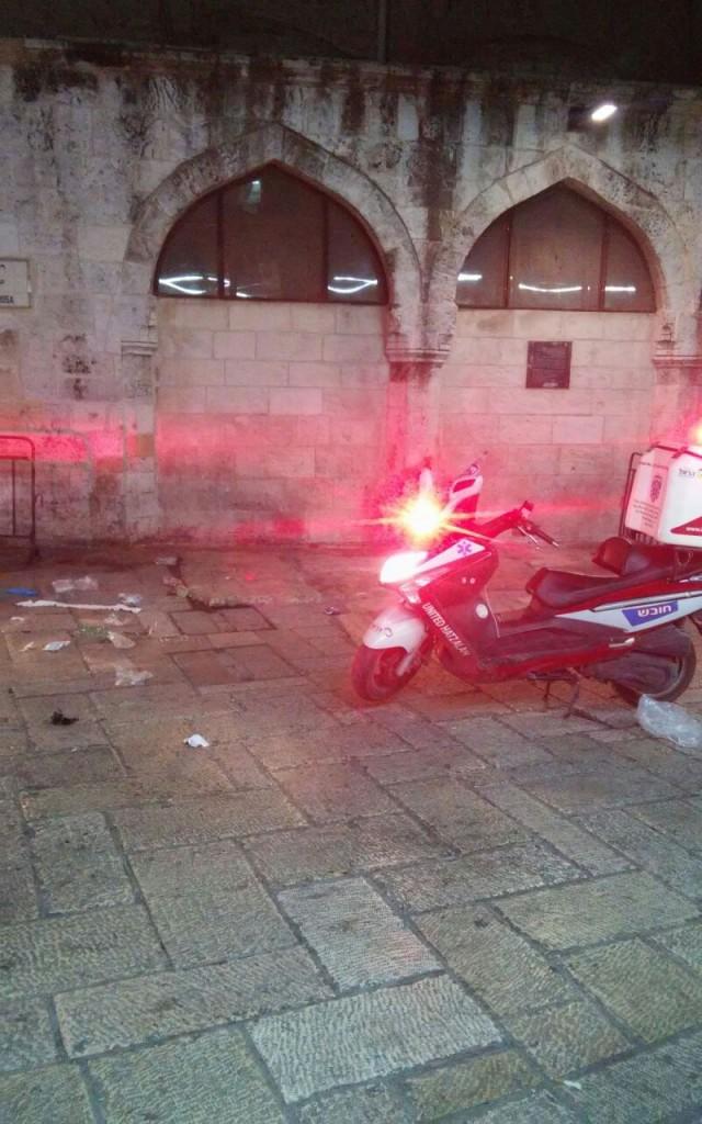 A hatzalah motorbike at the scene of the attack. (Medabrim Tikshoret)