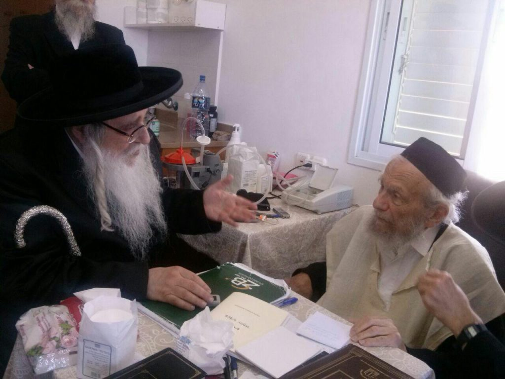 The Sanzer Rebbe (L) visits Harav Yaakov Edelstein.