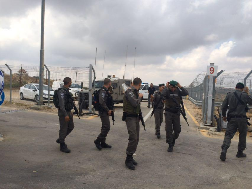 Israeli security forces and rescue forces at the Qalandiya Checkpoint after an attempted stabbing attack, on April 27, 2016.