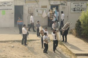 Ultra orthodox jewish men carrying out Torah scrolls from a synagogue at the scene where a fire that broke at a warehouse in Givat Shaul neighborhood on May 16, 2016. Photo by Shlomi Cohen/Flash90 *** Local Caption *** ùøéôä ëáàé ëéáåé îùèøä ùåèø áéú ëðñú çøãéí