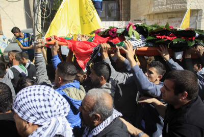 Palestinian man carry the body of Mahmoud Sa'ed Illean, 22 during his funeral in Anata, near Jerusalem on November 20, 2015. Photo by Muammar Awad/Flash90