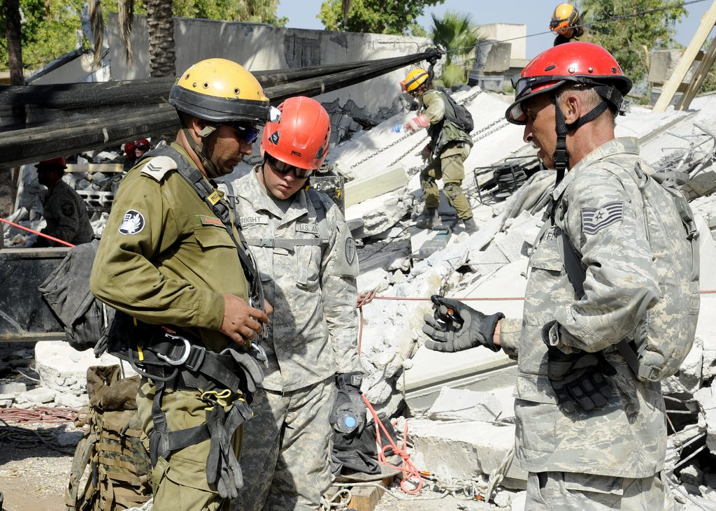 U.S. soldiers training with Israeli soldiers. (David Azagury/U.S. Embassy Tel Aviv)