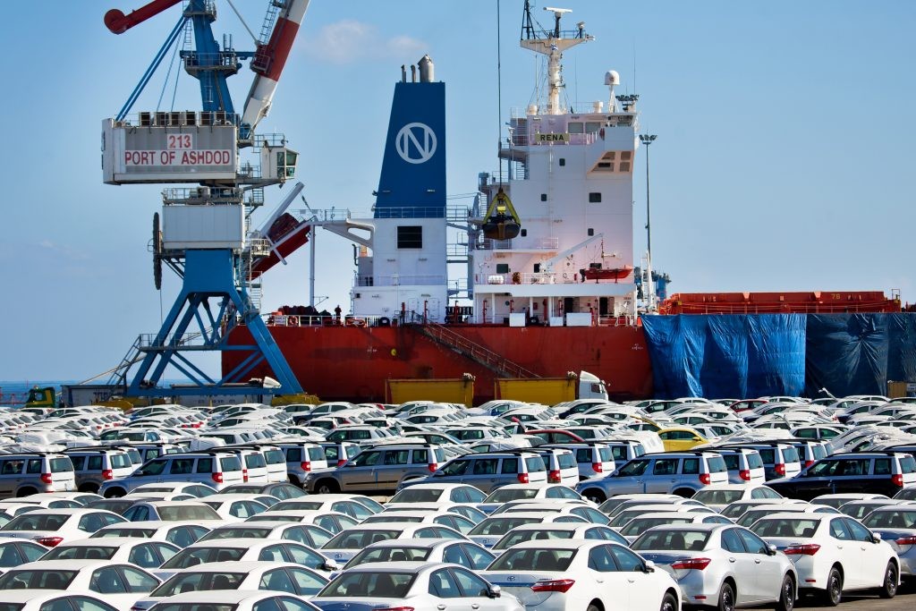 Cars brought on cargo ships, imported from abroad, seen parked at the port in the Southern Israeli town of Ashdod, before being transported away for sale. June 23, 2014. Photo by Moshe Shai/FLASH90 *** Local Caption *** îëåðéåú áðîì àùãåã éáåà