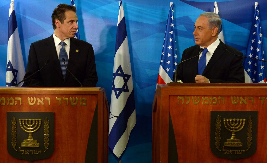 Israeli Prime Minister Benjamin Netanyahu (R) holds a joint press conference with New York Governor Andrew Mark Cuomo, at the PM office in Yerushalayim. (Haim Zach/GPO/Flash90)