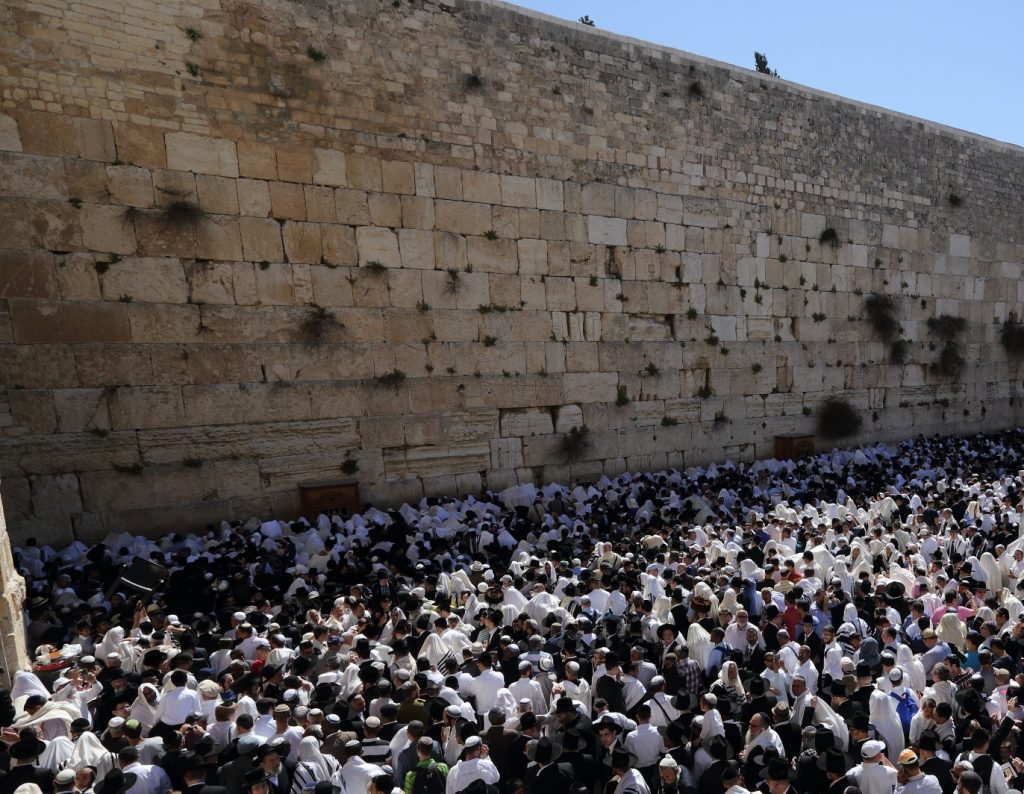 Birkas Kohanim at the Kosel last year Pesach. (Yaakov Naumi/Flash90)