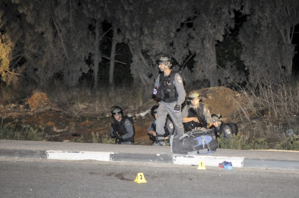 Police inspect the scene where an Israeli Arab drove over pedestrians and then stabbed them at the Gan Shmuel Junction on route 65, in Northern Israel, on October 11, 2015. One soldier was critically wounded, and three others lightly wounded. The attacker was caught by police. Photo by Flash90 *** Local Caption *** öåîú âï ùîåàì öåîú àìåï ëáéù 65 öôåï éùøàì ôéâåò ãøéñä ã÷éøä ôöåòéí èøåø îùèøä æéøä