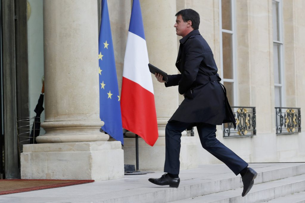 French Prime Minister Manuel Valls arrives for a crisis meeting at the Elysee Palace in Paris, France, June 14, 2016, the day after a French police chief was fatally stabbed in front of his home in a Paris suburb late on Monday and a woman was found dead inside, killings the Islamic State's Amaq news agency said were carried out by the militant group. REUTERS/Philippe Wojazer