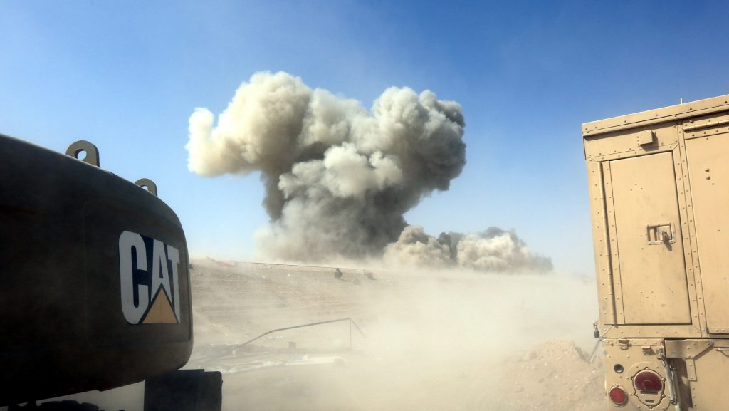 Smoke rises from clashes with Islamic State militants in the northwestern Golan district of Falluja, Iraq, June 25, 2016. Picture taken June 25, 2016. REUTERS/Stringer EDITORIAL USE ONLY. NO RESALES. NO ARCHIVE.