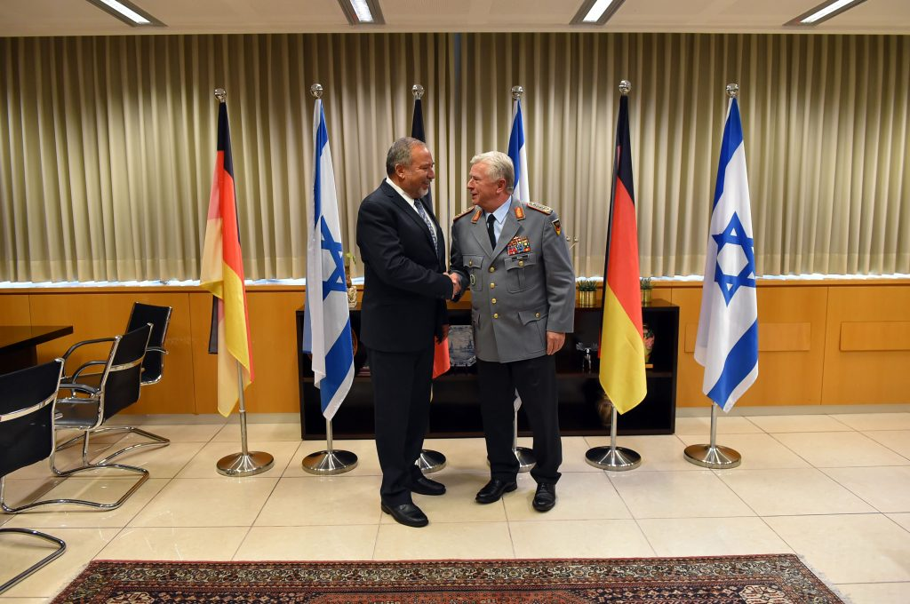 Israeli Minister of Defense Avigdor Liberman (L) meets with German chief of staff Volker Wieker at the Ministry of Defense in Tel Aviv on Thursday. (Yaacov Cohen/Flash90)