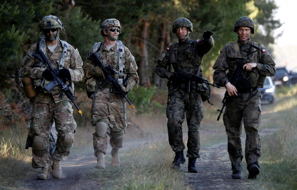Poland's 6th Airborne Brigade soldiers (R) walk with U.S. 82nd Airborne Division soldiers during the NATO allies' Anakonda 16 exercise near Torun, Poland, June 7, 2016. REUTERS/Kacper Pempel/File Photo TPX IMAGES OF THE DAY