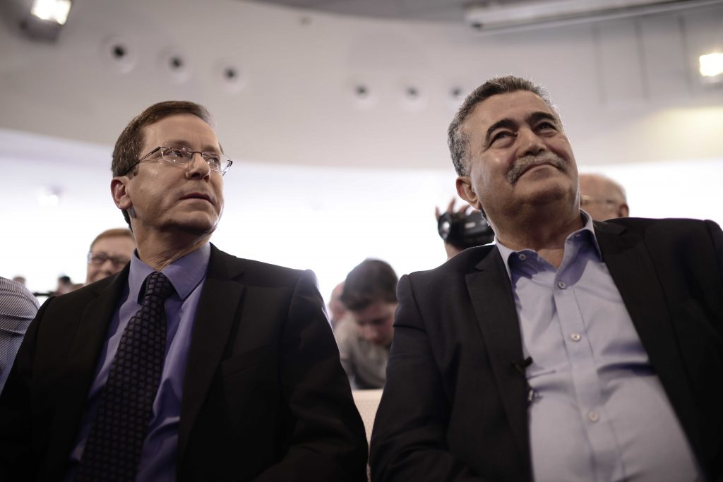 Labor Party chairman Yitzchak Herzog (L) and MK Amir Peretz. (Tomer Neuberg/Flash90)