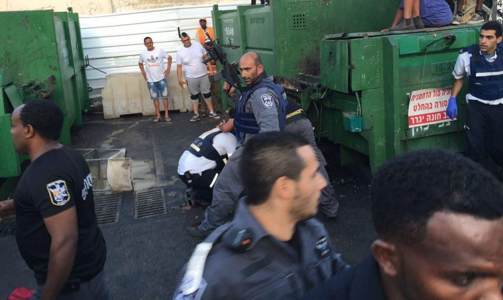 Emergency personnel at the scene of the attack in Netanya on Thursday evening. (Kvutzot Tikshoret)