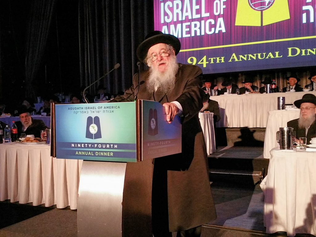 the Novominsker Rebbe Shlita speaking at the 94th dinner of Agudath Israel credit (Menachem Adelman)