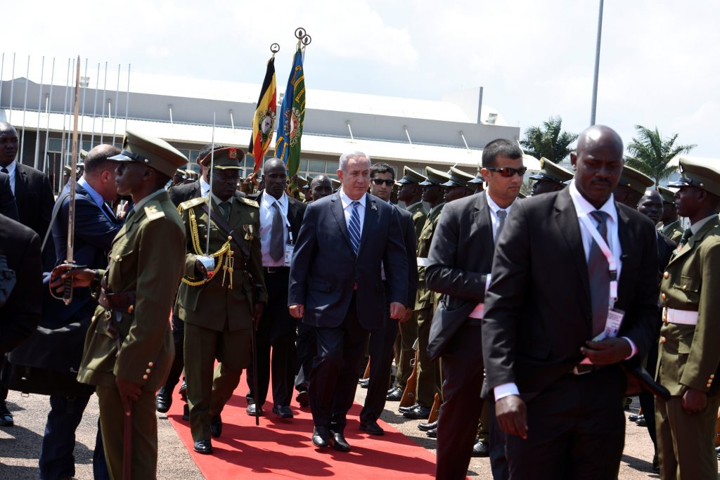 Israeli Prime Minister Benjamin Netanyahu (C) inspects a guard of honor after arriving at the Entebbe airport in Uganda, July 4, 2016. REUTERS/Presidential Press Unit/Handout via REUTERS ATTENTION EDITORS - THIS IMAGE WAS PROVIDED BY A THIRD PARTY. EDITORIAL USE ONLY.