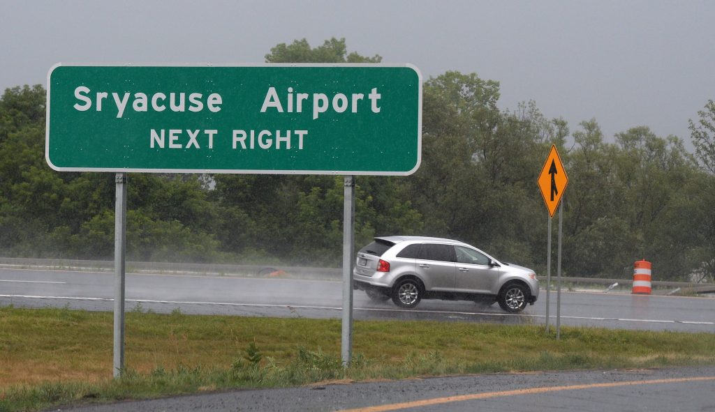 The misspelled sign giving directions to the Syracuse Airport at the 481 on-ramp from Rt. 11, in Cicero, N.Y. (Mike Greenlar /The Syracuse Newspapers via AP)